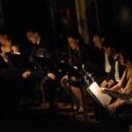 Le public de Montpellier Danse chorégraphie « Ha ! Ha ! » de Maguy Marin.
